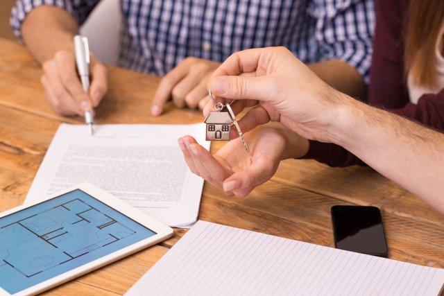 Продажа квартиры с долгом по коммунальным платежам 2020 - с задолженностью, кто оплачивает услуги