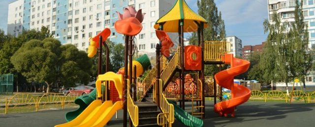 Детские площадки во дворе многоквартирного дома 2020 - кто обслуживает, содержание, ограждение, размер, правила установки