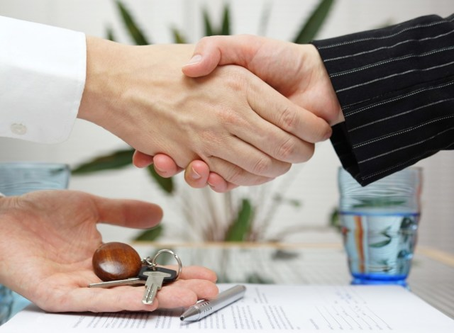 Переуступка прав собственности на квартиру в новостройке 2020 - как купить, риски, покупка